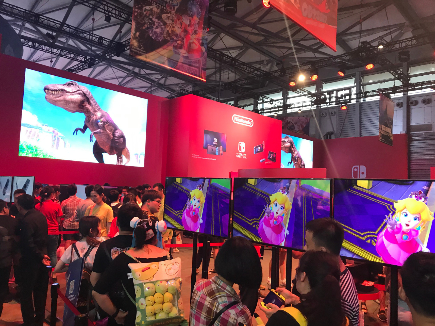CJ 2019:任天堂展台现场玩家热情高昂 为了玩游戏排起了长队