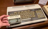 日本首台PC机PC-8001复刻迷你化 手掌大小内置16游戏