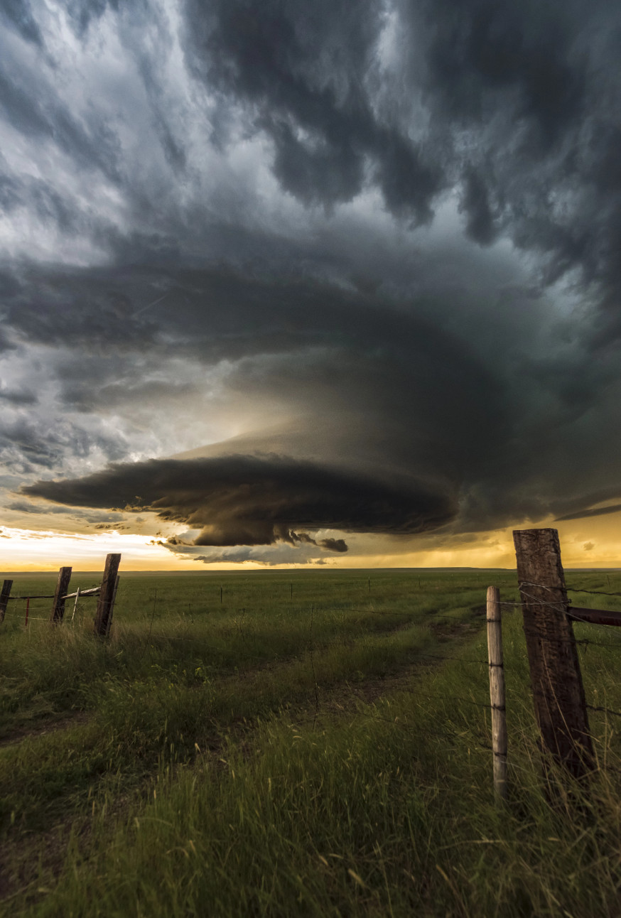 追风者!英夫妇穿越8000公里拍下风暴奇景