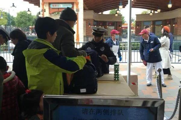 因禁止自带饮食,上海迪士尼被华东政法大学学生告上法庭